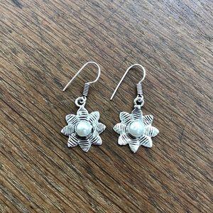 Handmade pearl flower dangle earrings NWOT